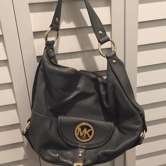 7d6f068815 Michael Kors - Hobo Style Leather Purse. M 5a54150a8af1c5a5bd02c9a7